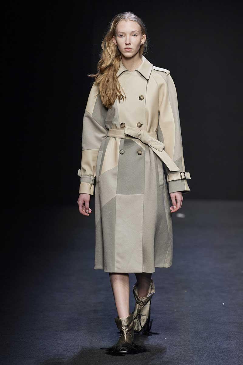 La moda autunno inverno 2020 2021. I trench coat reinterpretati: classici ma diversi - Sfilata Cristiano Burani