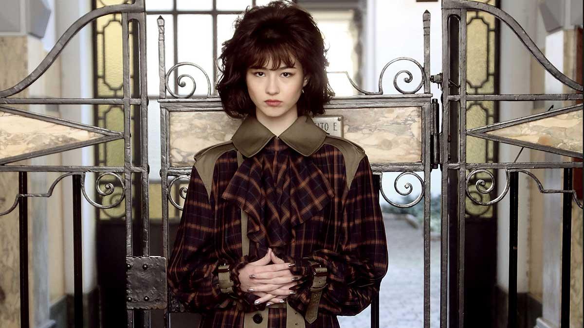 La moda autunno inverno 2020 2021. I trench coat reinterpretati: classici ma diversi - Sfilata Atsushi Nakashima