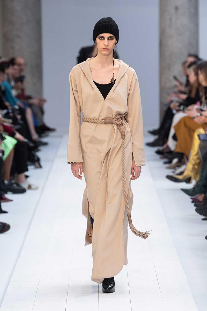 Moda donna autunno 2020. Tendenze colori alla moda, colori teneri per un soft opening della nuova stagione - Foto Max Mara