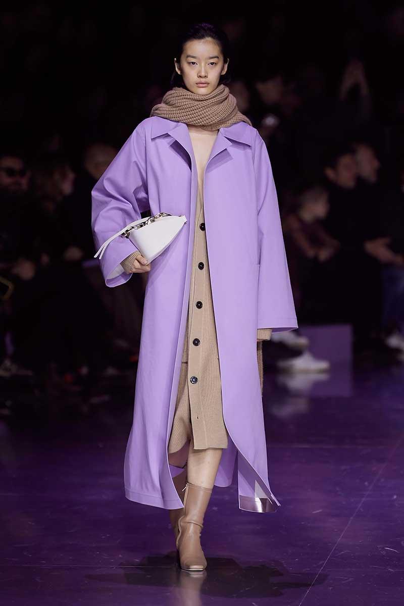 Moda donna autunno 2020. Tendenze colori alla moda, colori teneri per un soft opening della nuova stagione - Foto Hugo Boss
