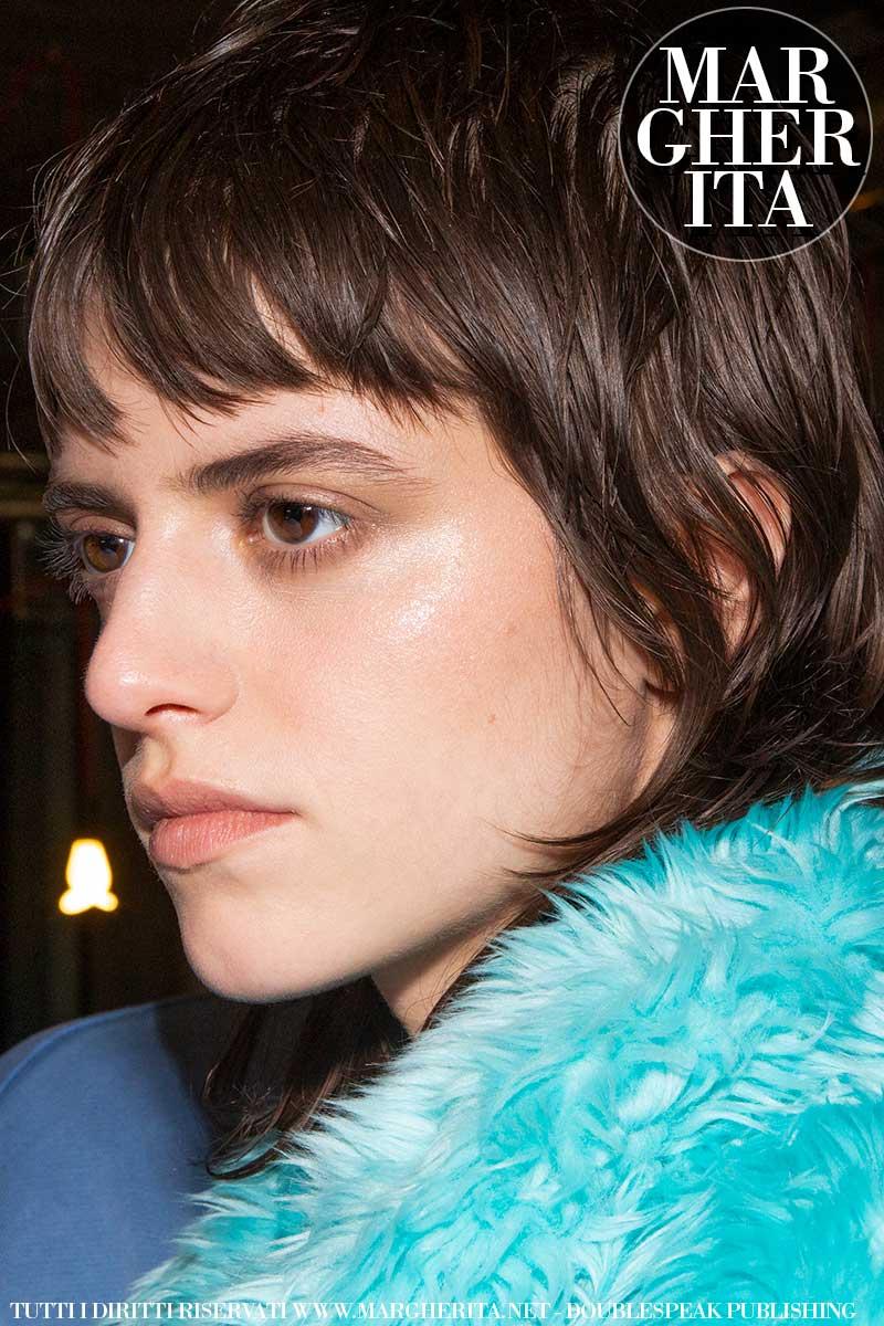 Tagli di capelli, i trend autunno inverno 2020 2021. Questo taglio di capelli con mullet è trendyssimo! - Sfilata MSGM Foto Charlotte Mesman