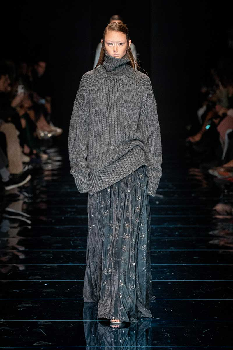 La nuova moda autunno inverno 2020 2021. Un maglione trendy? Ecco i nuovi modelli per l'inverno - Sfilata Sportmax