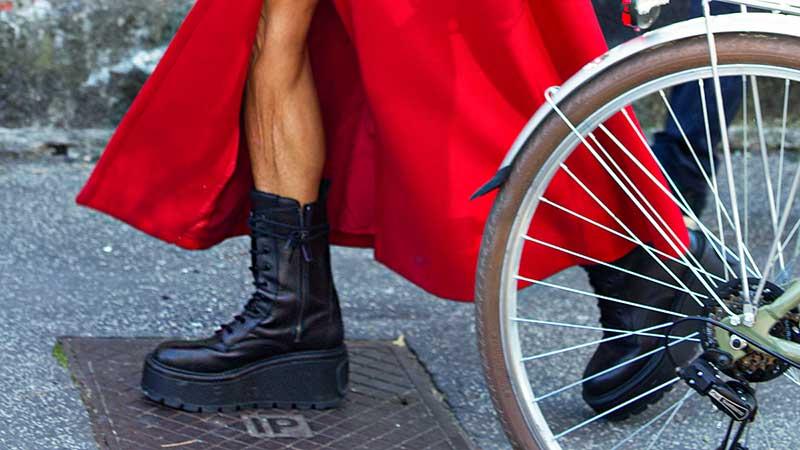 Tendenze scarpe inverno 2020 2021. Arriva Frankenstein! Ecco il trend stivali con la suola maxi. Cosa ne pensate? - Foto Charlotte Mesman