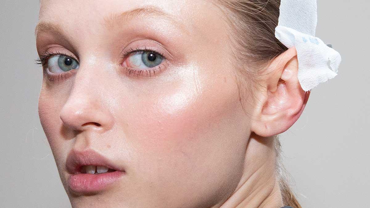 Tendenze trucco e cura della pelle 2021. 18 consigli anti-aging che dovete assolutamente conoscere - Foto Charlotte Mesman