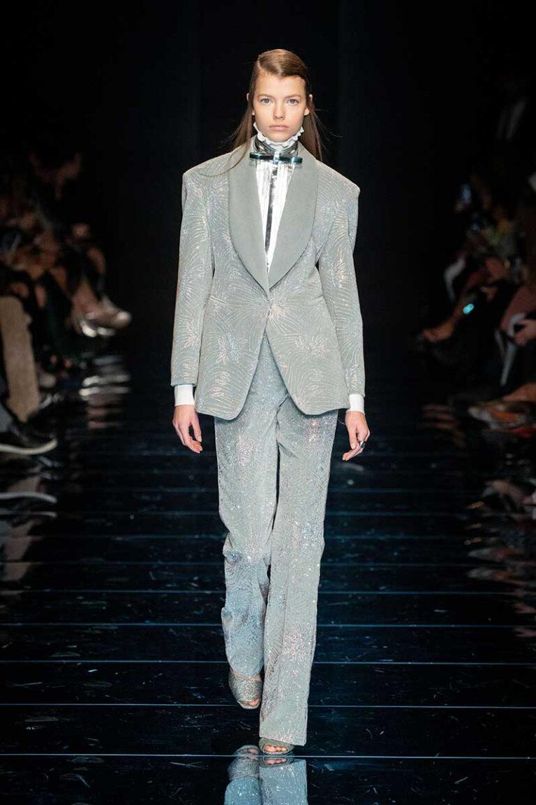 Idee e tendenze moda inverno 2020 2021. Feste in argento? Cosa ne pensate? Ecco i consigli di stile - Sfilata Sportmax