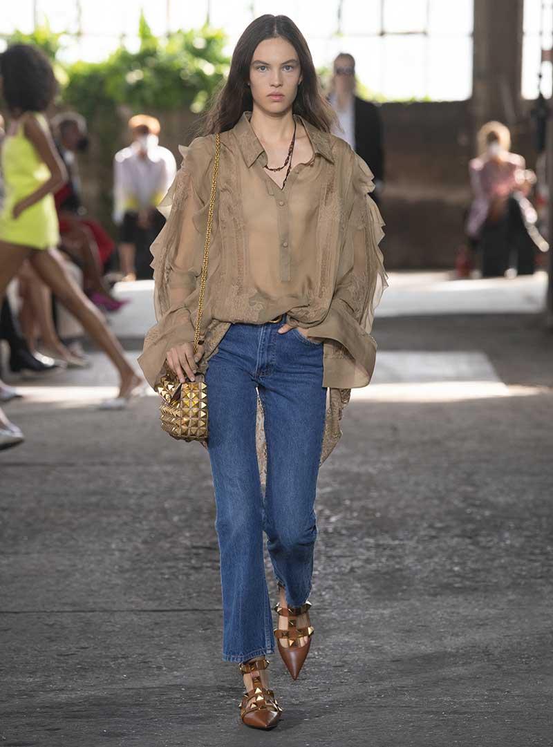 Tendenze denim jeans 2021. Photo: courtesy of Valentino