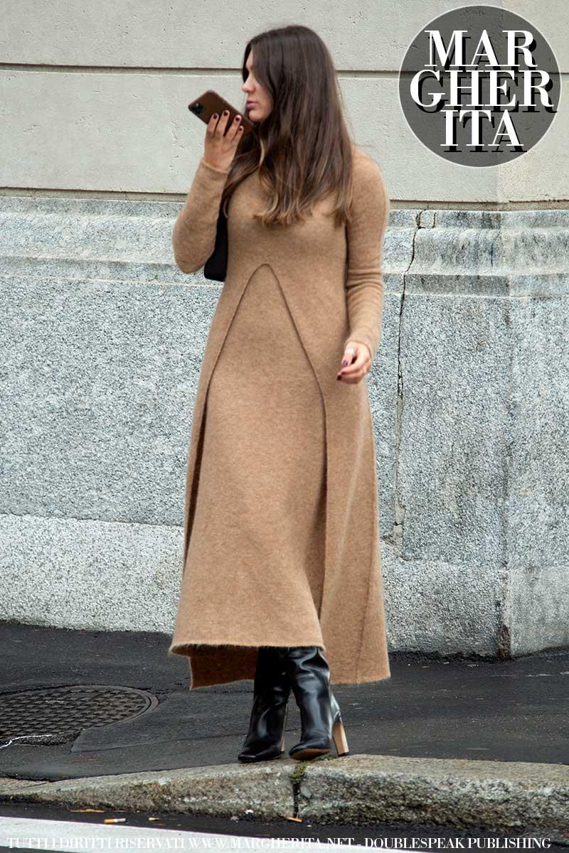 Tendenze moda primavera 2021. Trend alert: la moda 'over' è il trend, ma tornano le linee aderenti - Foto Charlotte Mesman