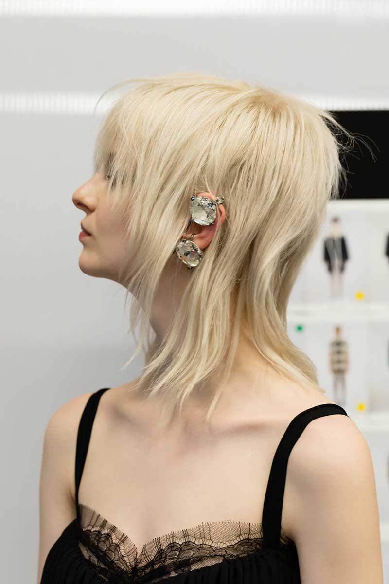 Tendenze capelli autunno inverno 2021 2022. Acconciature grunge