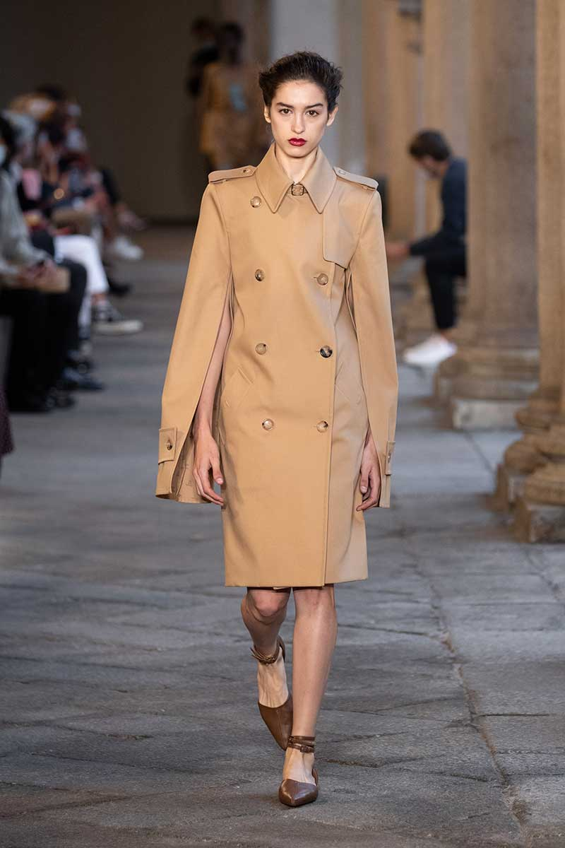 Tendenze moda donna primavera estate 2021. I nuovi trench coat Photo: courtesy of Max Mara