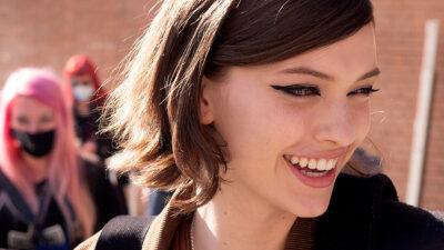 Trend alert makeup 2021: eyeliner, occhi da gatta!