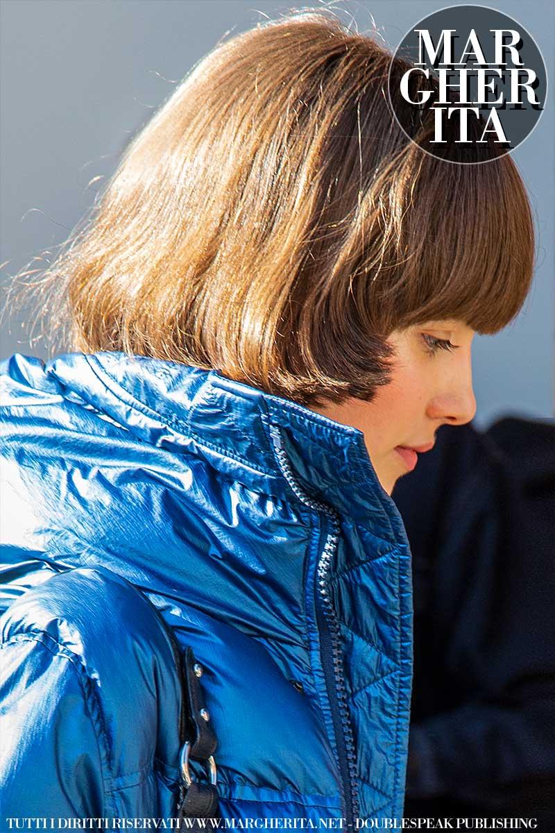 Capelli, le tendenze per il 2021. Questo taglio di capelli medio lungo (con la frangia) è molto avanti! - Foto Charlotte Mesman