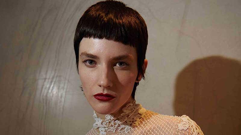 Tendenze tagli capelli corti primavera estate 2021. Photo: courtesy of Valentino FW 2021 2022
