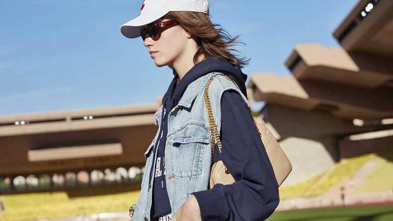 La moda per l'estate 2021. I giubbottini e le giacche di jeans