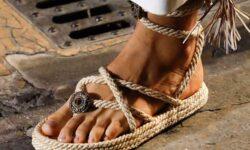 Moda donna primavera estate 2021. Trend alert: sandali, ma a condizione di avere dei piedi curatissimi!