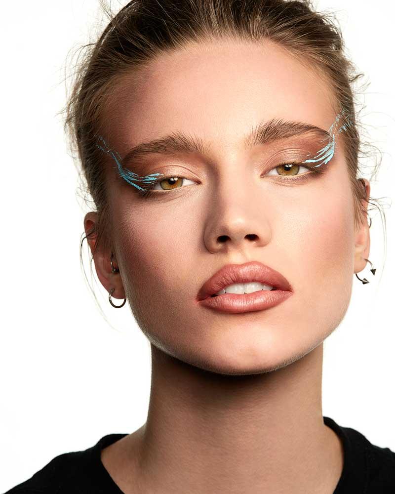 Tendenze trucco 2021. Truccarsi con i toni neutri. Make-up: Angelo Rauseo. Photo: courtesy of MAC