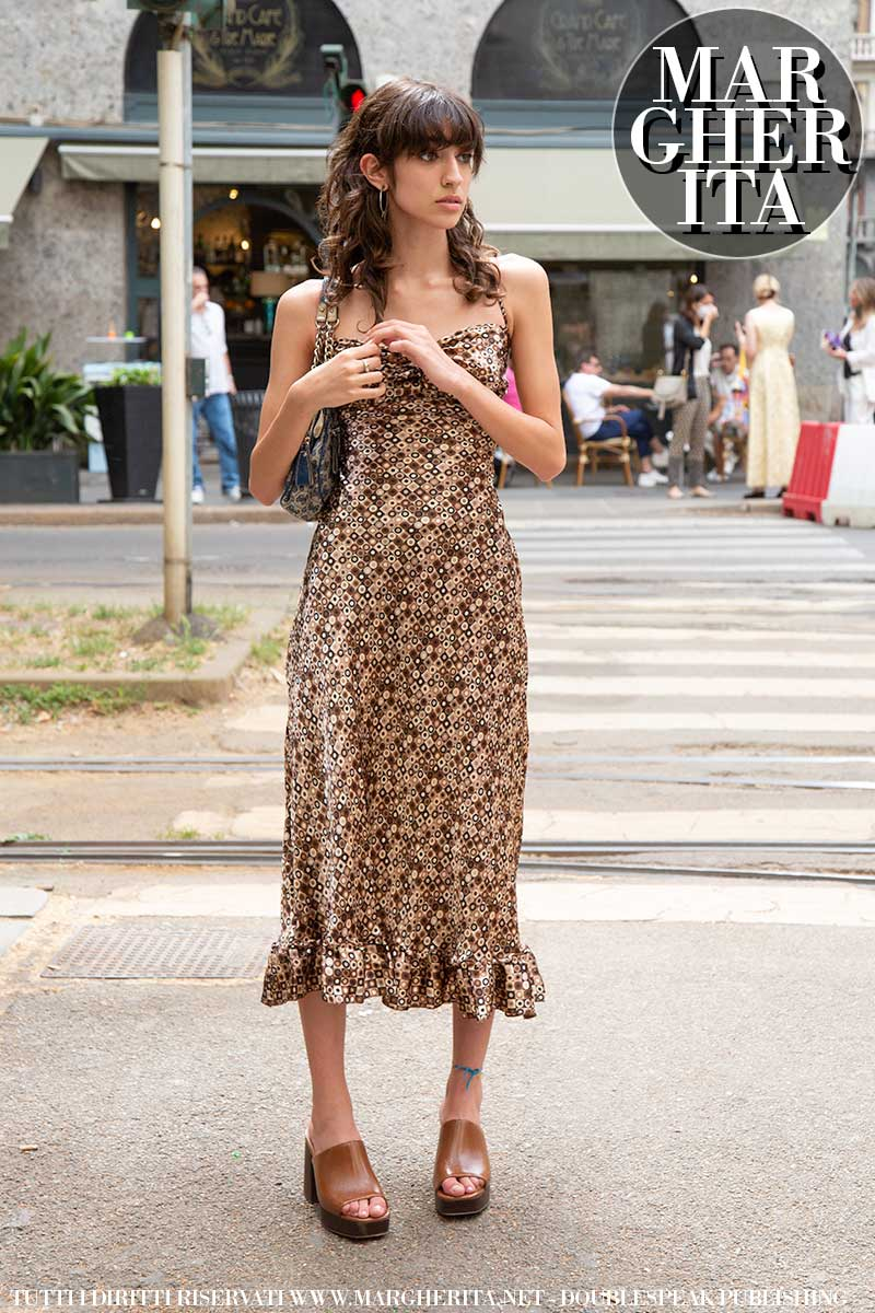 Street style moda donna estate 2021 - Foto Charlotte Mesman