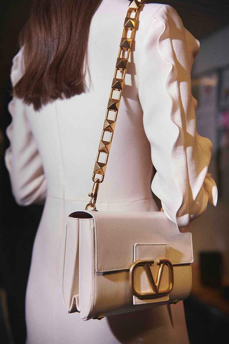 5 capi per la moda inverno 2021 di cui non vi pentirete mai. Moda donna inverno - Foto Valentino