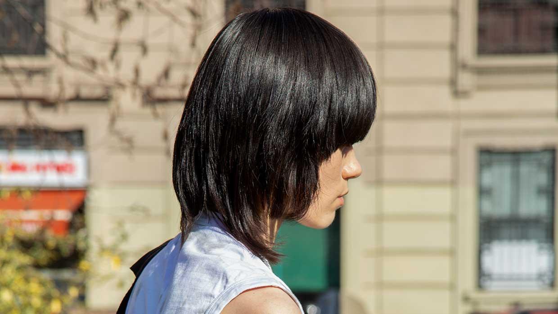Tendenze tagli di capelli 2021: sorprendete(vi) con frange, mullet e tagli bob moderni - Foto Charlotte Mesman