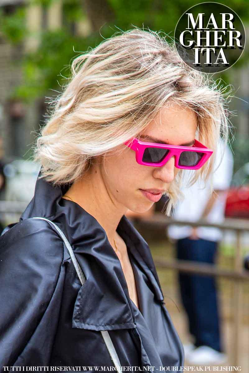 Trend tagli di capelli autunno inverno 2021 2022. Sarà questo taglio medio il tuo nuovo taglio di capelli? - Foto Charlotte Mesman