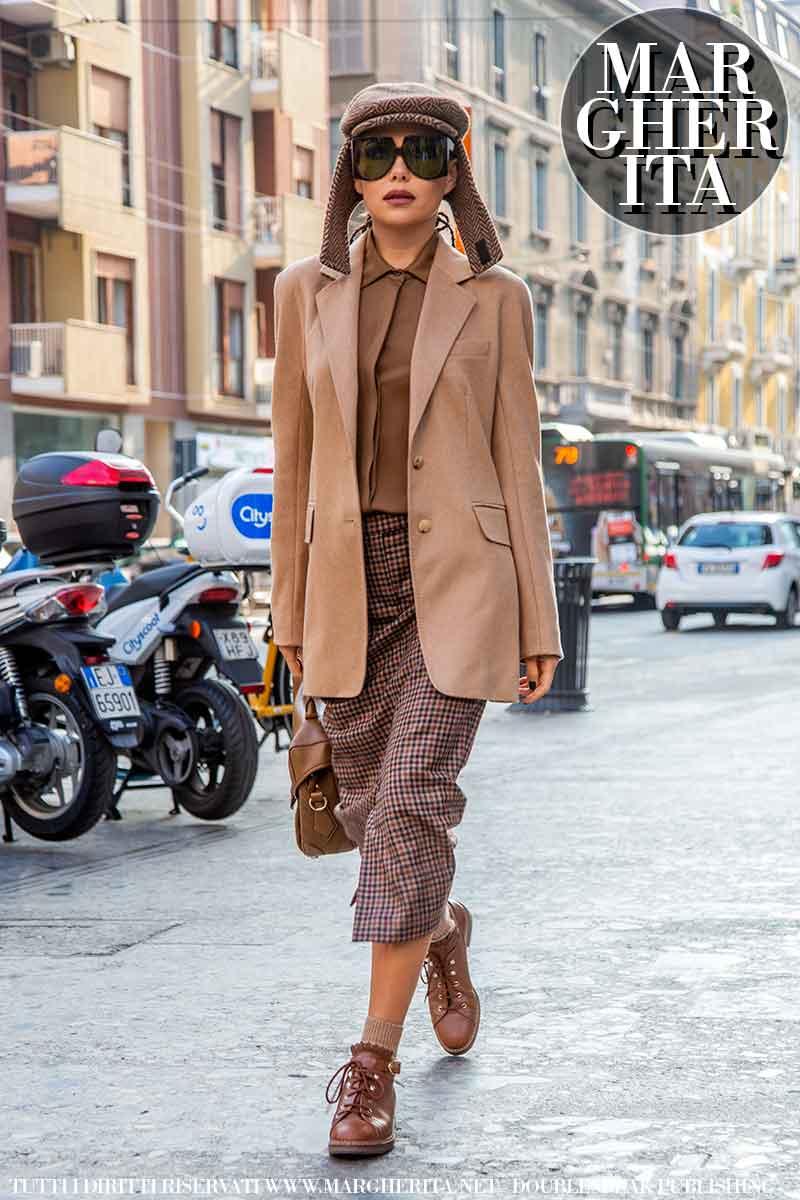 Foto street style dalla Milano Fashion Week Estate 2022. Karina Nigay da Max Mara. Foto: Charlotte Mesman