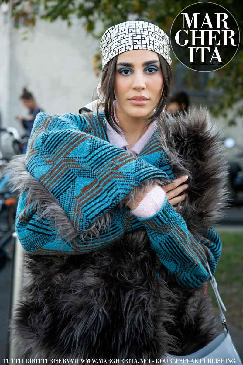 Foto street style dalla Milano Fashion Week Estate 2022. Da Tod's. Foto: Charlotte Mesman