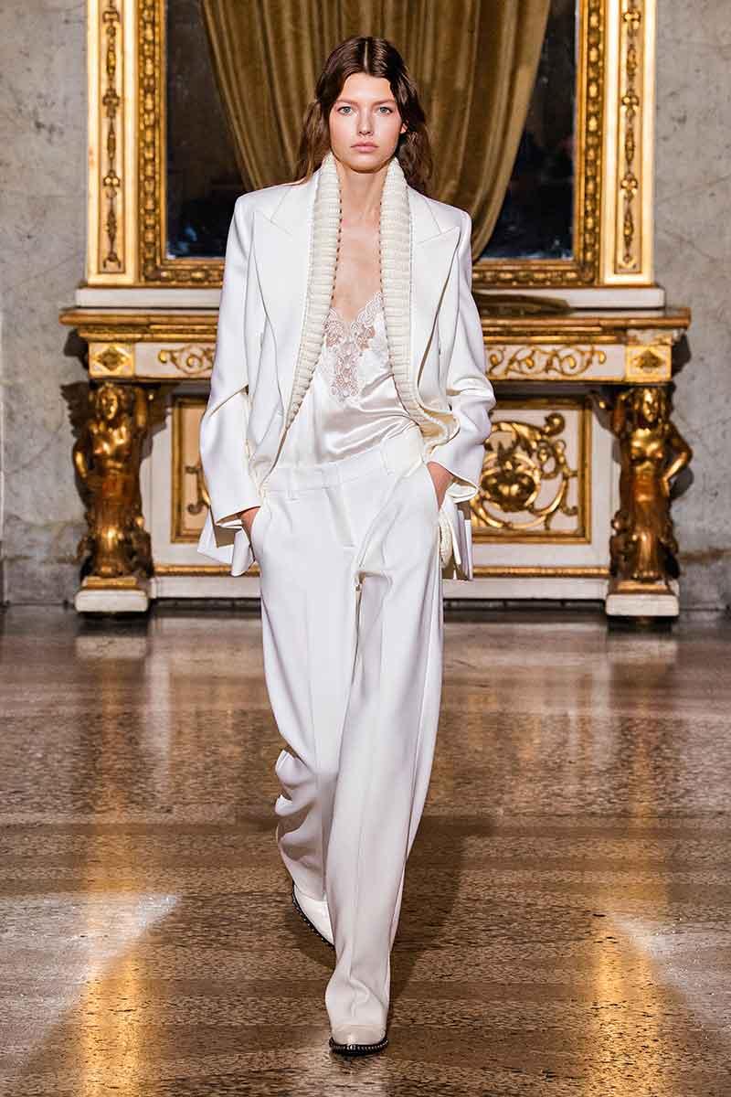 7 motivi per indossare uno slip dress. Abiti sottoveste di tendenza per la moda autunno inverno 2021 2022 - Photo courtesy of Ermanno Scervino