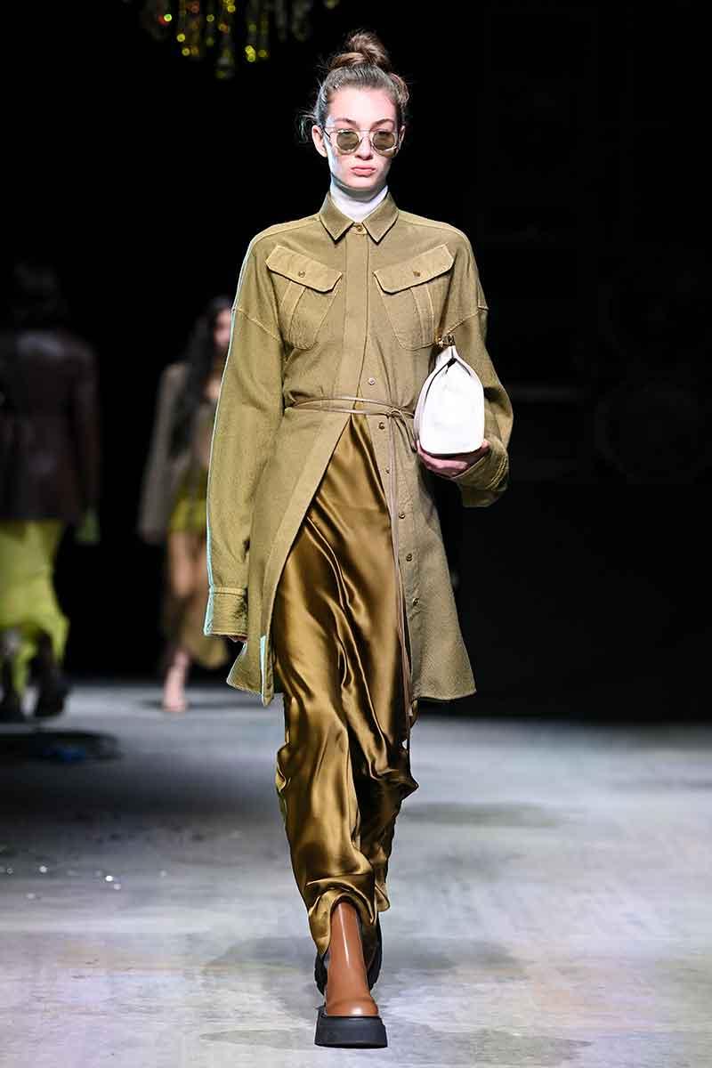 7 motivi per indossare uno slip dress. Abiti sottoveste di tendenza per la moda autunno inverno 2021 2022 - Photo courtesy of Sportmax