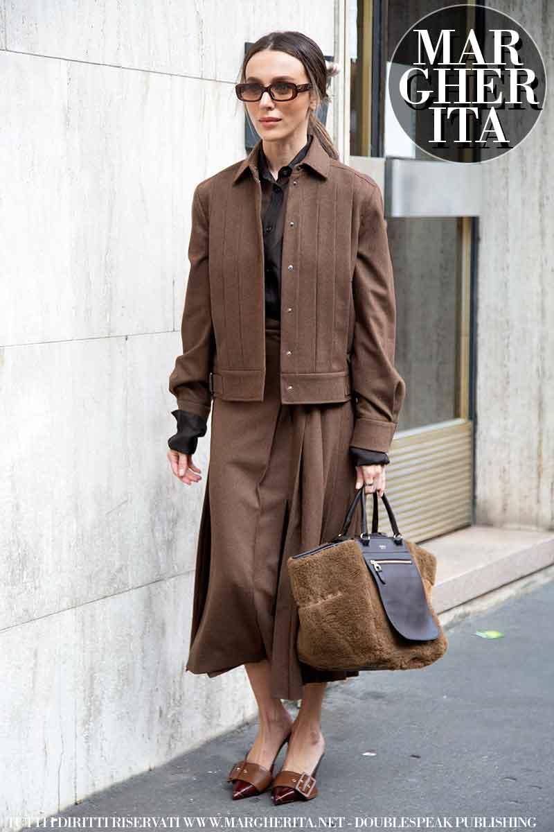 Moda street style inverno 2021 2022. Ecco la moda invernale donna secondo le influencers alla sfilata di Max Mara (Mary Leest) - Foto Charlotte Mesman
