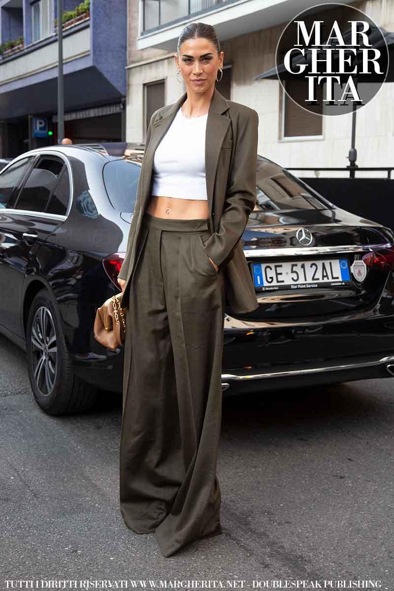 Moda street style inverno 2021 2022. Ecco la moda invernale donna secondo le influencers alla sfilata di Max Mara (Melissa Satta) - Foto Charlotte Mesman