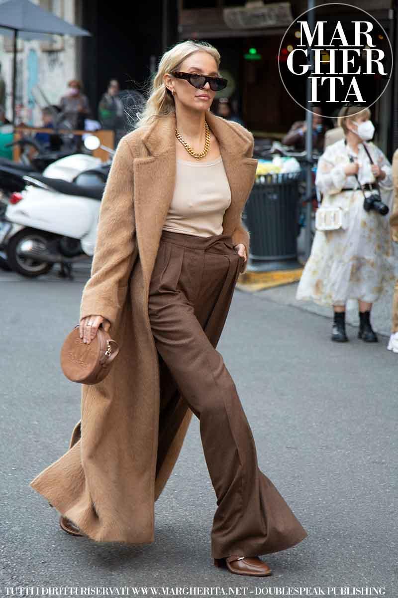 Moda street style inverno 2021 2022. Ecco la moda invernale donna secondo le influencers alla sfilata di Max Mara (Leonie Hanne) - Foto Charlotte Mesman