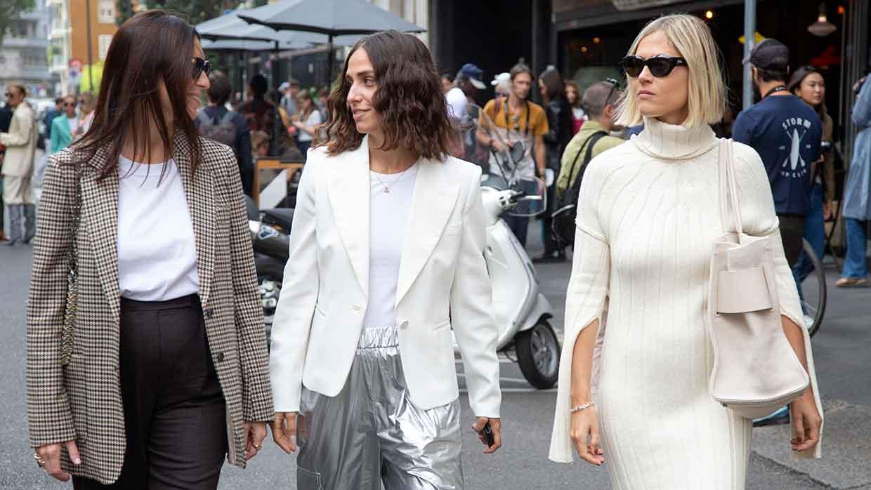 Moda street style inverno 2021 2022. Ecco la moda invernale donna secondo le influencers alla sfilata di Max Mara (In mezzo Erika Boldrin, a destra Linda Tol) - Foto Charlotte Mesman
