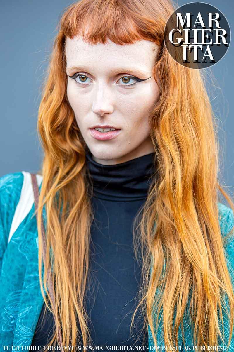 Trend capelli autunno inverno 2021 2022. La frangia corta è un must-have assoluto - Foto Charlotte Mesman