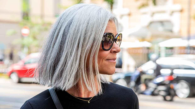Capelli, le tendenze anti aging per l'inverno 2021. Lunghezze e colore capelli per le ultracinquantenni - Foto Charlotte Mesman