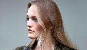 Nuovi trend capelli donna inverno 2021 2022. Il face framing, la tendenza anche per i capelli grigi